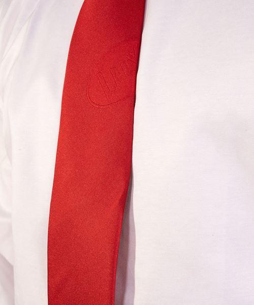 Image sur cravate rouge